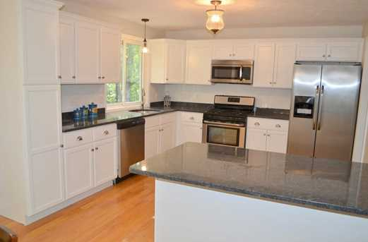 64 Howland Rd - Photo 2
