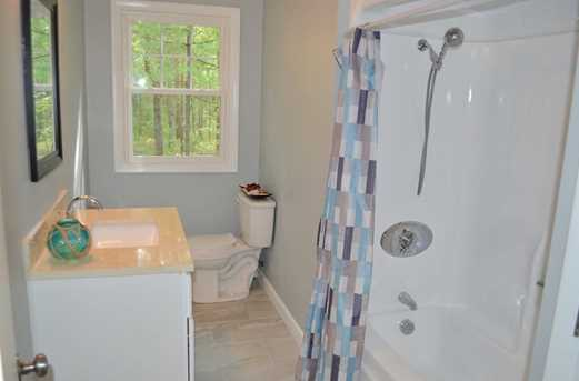 64 Howland Rd - Photo 14