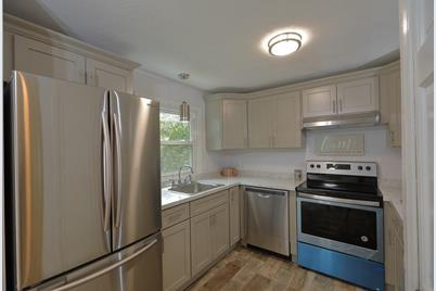 19 Snell St #2 - Photo 1