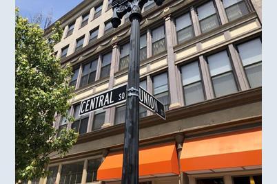 7 Central Sq #402 - Photo 1