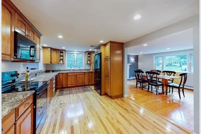 42 Colonial Rd - Photo 1
