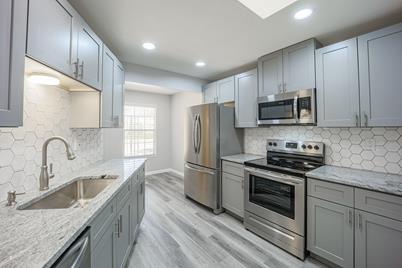 17004 N 107th Avenue - Photo 1
