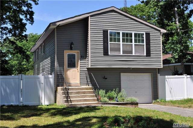 21 Parkwood Dr Mastic Beach Ny 11951 Mls 2861598 Coldwell Banker
