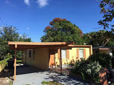 1677  Lauderdale Manor Dr - Photo 1