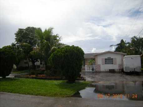 5630 NW 13th St - Photo 1