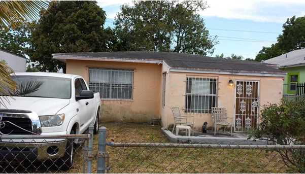 1720 NW 68 St - Photo 1