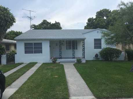 2229 NW 1 St - Photo 1