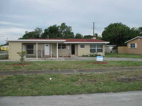 600 Nw 196 St - Photo 1