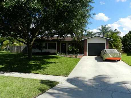 9300 NW 10 St - Photo 1
