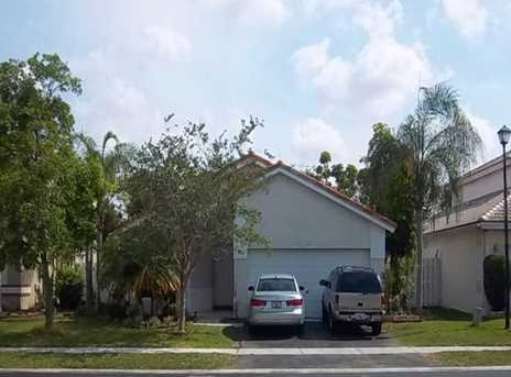 112  Gables Bl - Photo 1