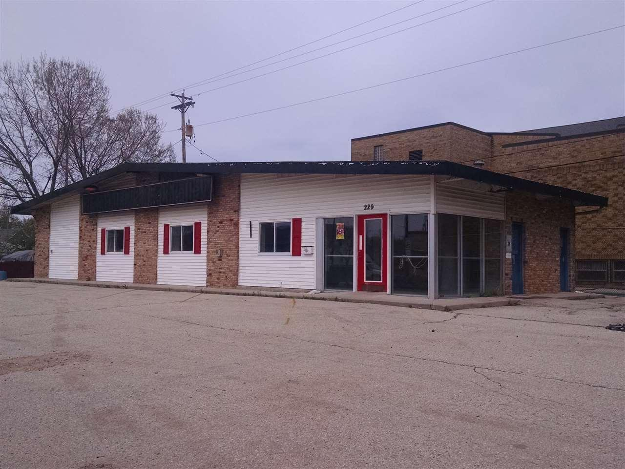 229 n main street fond du lac wi 54935 mls 50162688 for Home builders fond du lac wi