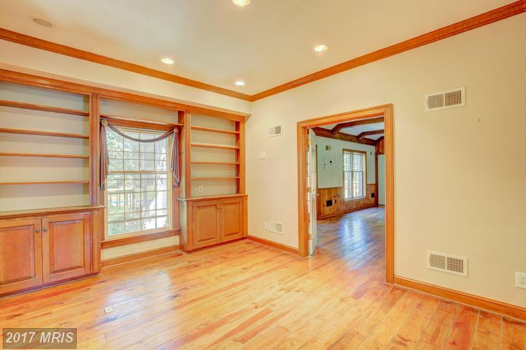 Additional photo for property listing at 12404 Beall Spring Road  Potomac, Maryland 20854 United States
