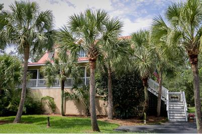 1437 Headquarters Plantation Drive - Photo 1