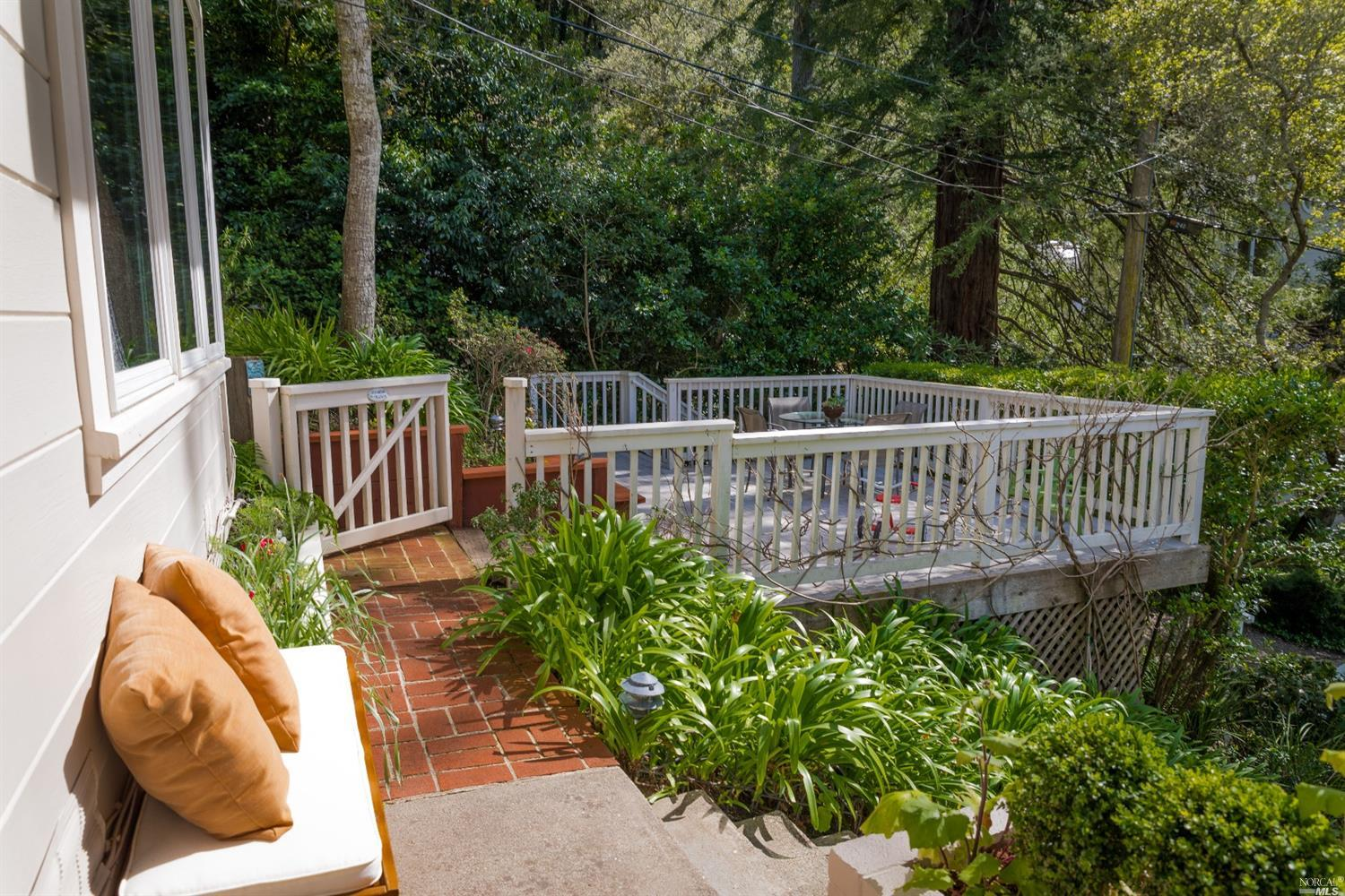 Additional photo for property listing at 242 Manor Drive  MILL VALLEY, CALIFORNIA 94941
