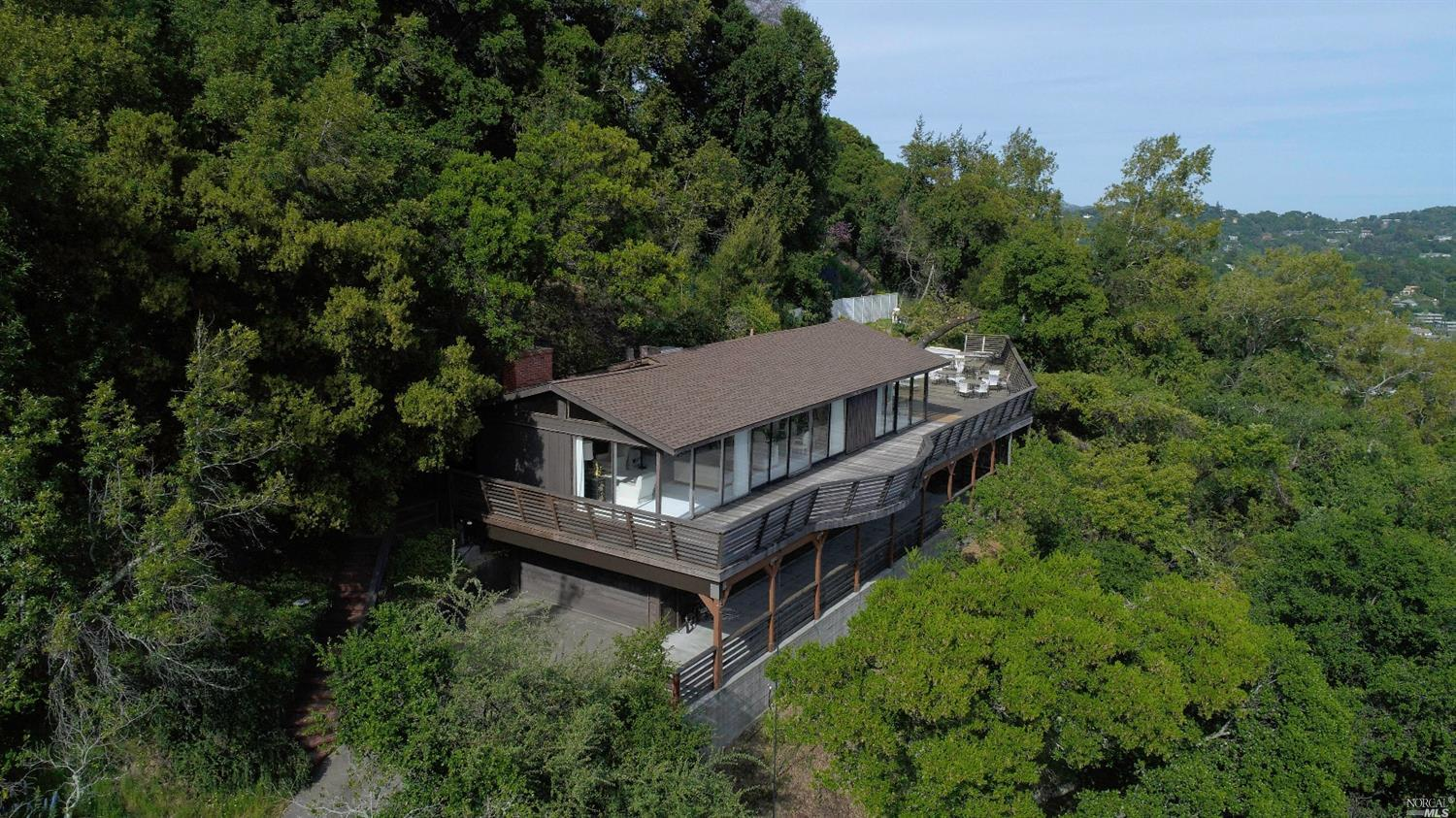 Additional photo for property listing at 15 Buckeye Way  KENTFIELD, CALIFORNIA 94904