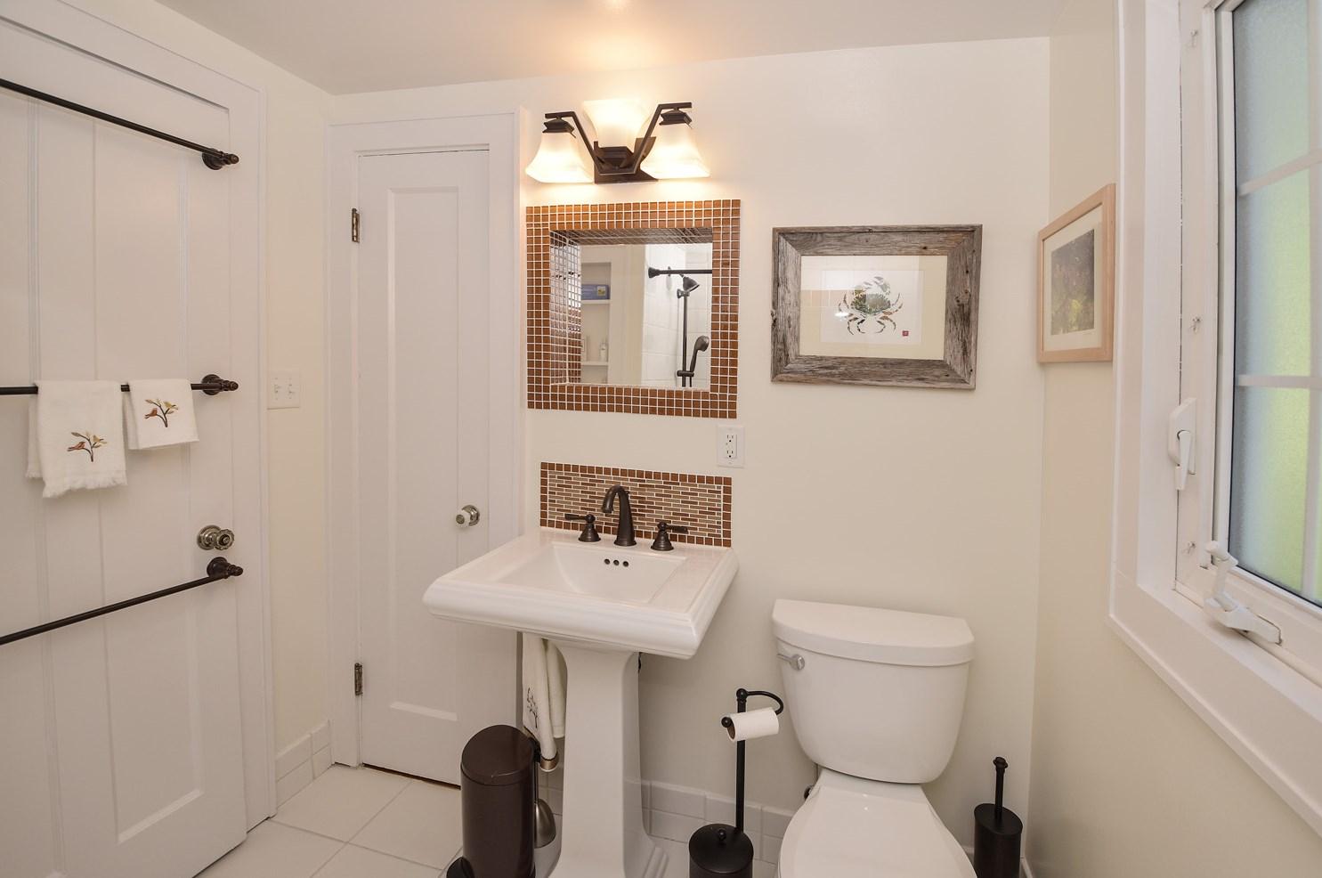 3454 linwood avenue photo 40 - Bathroom Cabinets Cincinnati