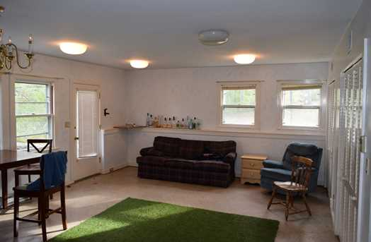 319 West Sycamore Street - Photo 3
