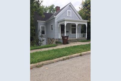 129 W Silver Street - Photo 1