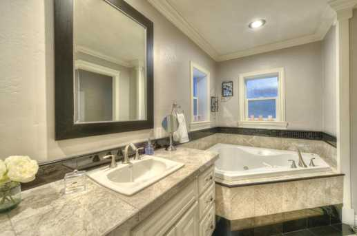 4011 N 40th Place - Photo 15