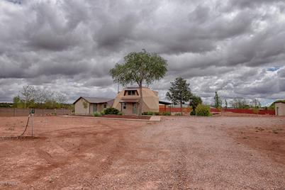 689 N Old Woodruff Road - Photo 1