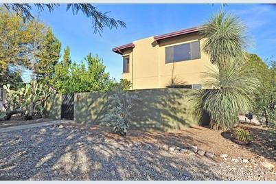 624 N Tucson Boulevard - Photo 1
