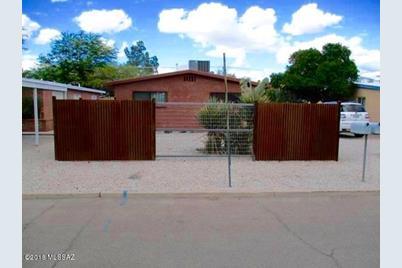 1323 E Elm Street - Photo 1