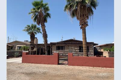 1208 Desert Ave - Photo 1