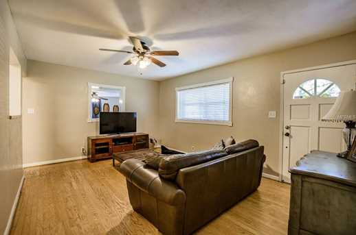 9602 Forest Hills Dr - Photo 3
