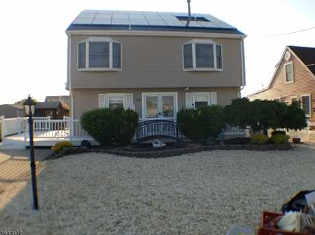 408 Bayview Ave - Photo 1