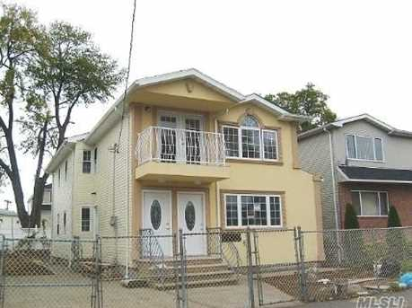 146 42 177th St Springfield Gardens Ny 11413 Mls 2971609 Coldwell Banker