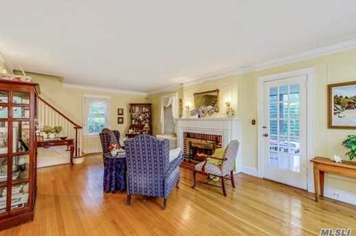 241 Nassau Ave - Photo 3