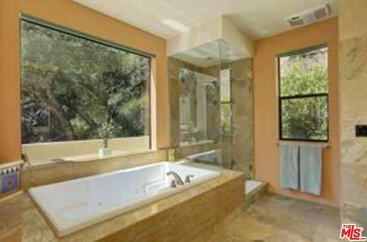 3275 Mandeville Canyon Rd - Photo 19