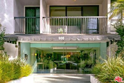 906 N Doheny Dr #302 - Photo 1
