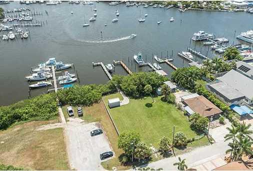 4642 SE Boatyard Avenue - Photo 1