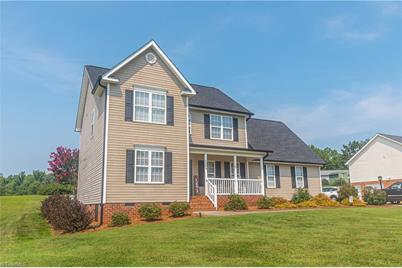 1090 Sterling Pointe Drive - Photo 1