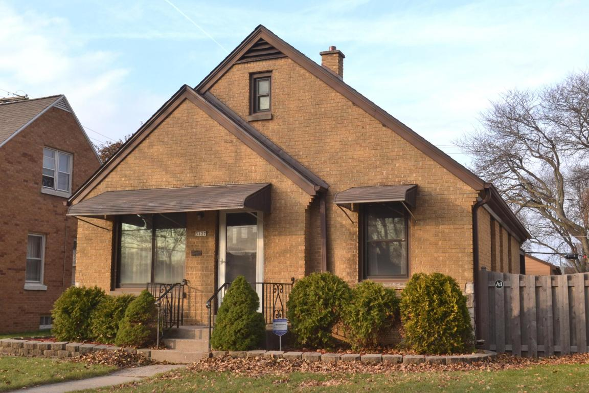 3127 n 77th st milwaukee wi 53222 mls 1560065 for Home builders wisconsin