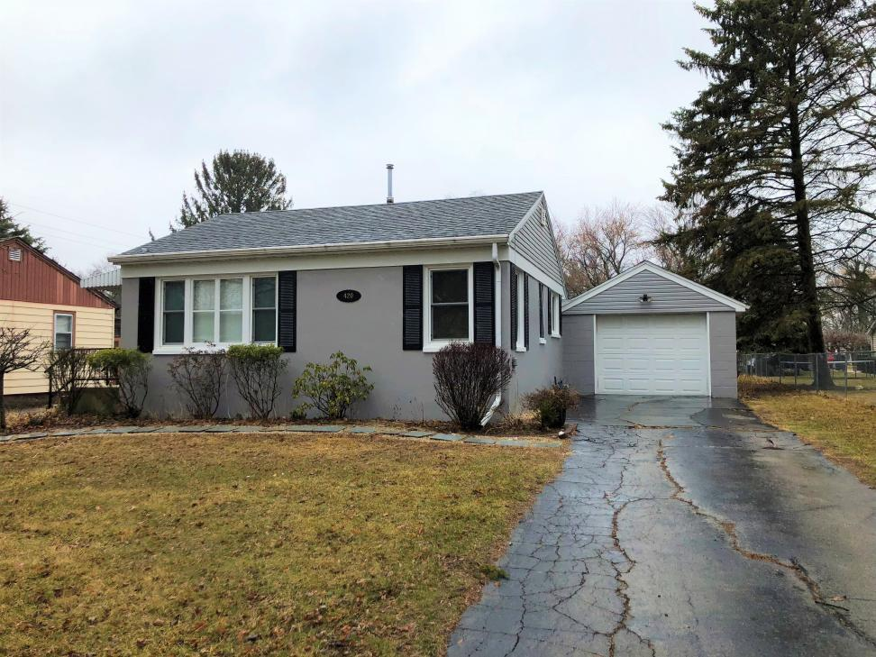 420 spring st lake geneva wi 53147 mls 1574429 for Wisconsin home builders