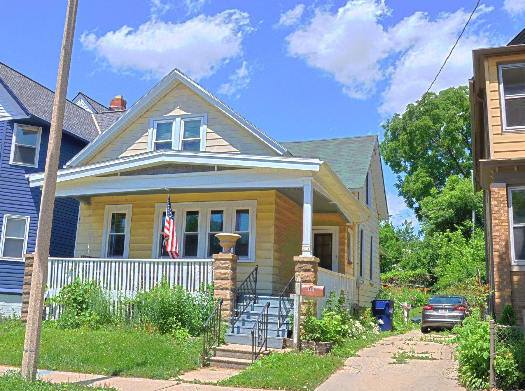 Superb 612 E Lincoln Ave Milwaukee Wi 53207 Mls 1648051 Coldwell Banker Beutiful Home Inspiration Cosmmahrainfo