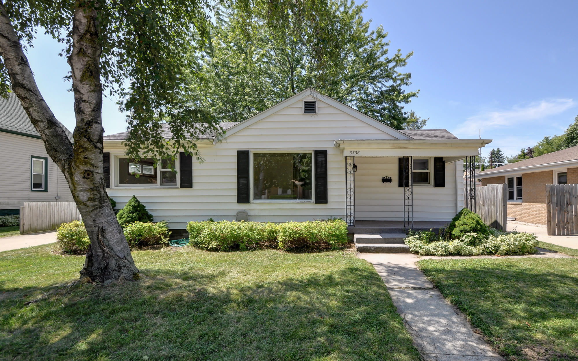 3336 6th Ave, Racine, WI 53402 - MLS 1652055 - Coldwell Banker