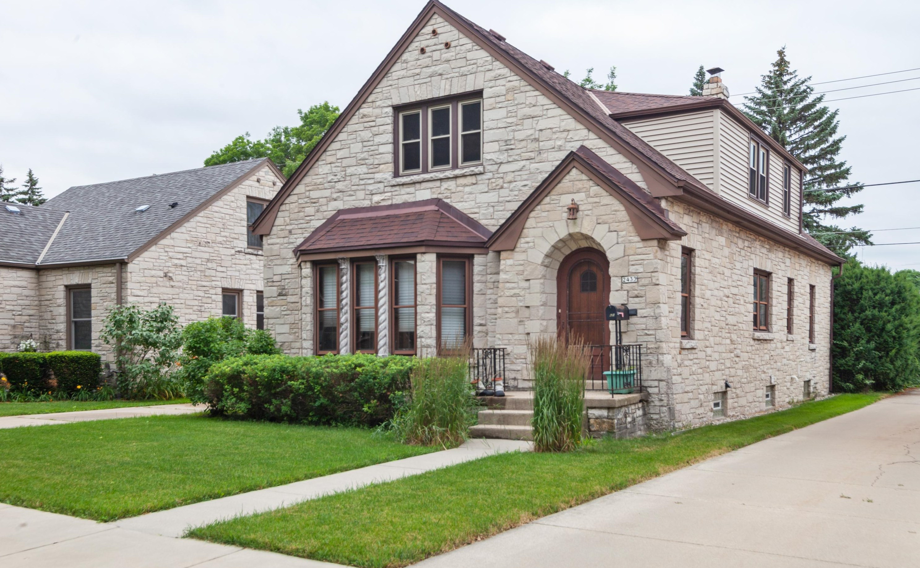 Awesome 2433 S 81St St West Allis Wi 53219 Home Interior And Landscaping Palasignezvosmurscom