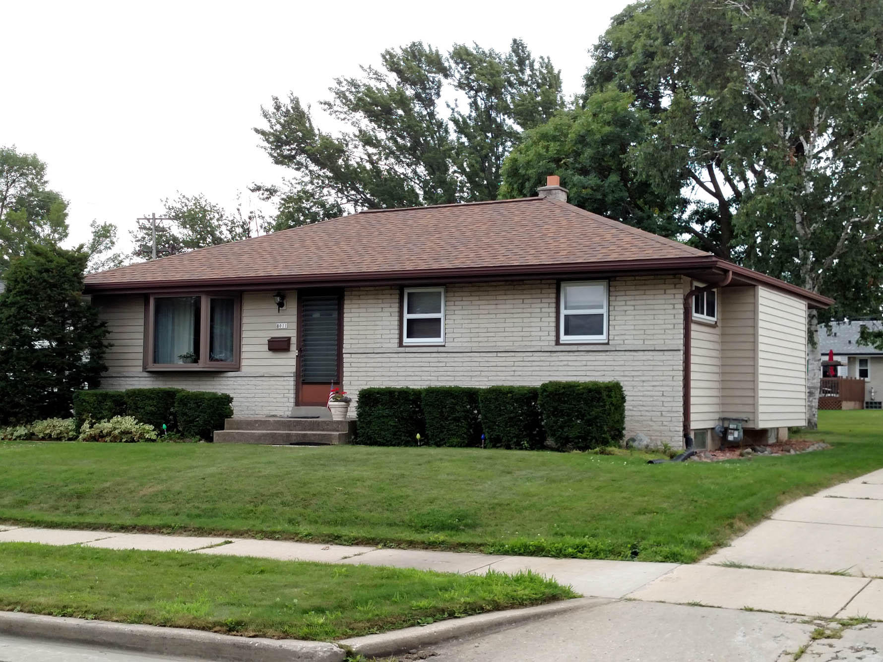 Phenomenal 8011 W Tesch Ave Milwaukee Wi 53220 Mls 1655662 Coldwell Banker Beutiful Home Inspiration Cosmmahrainfo