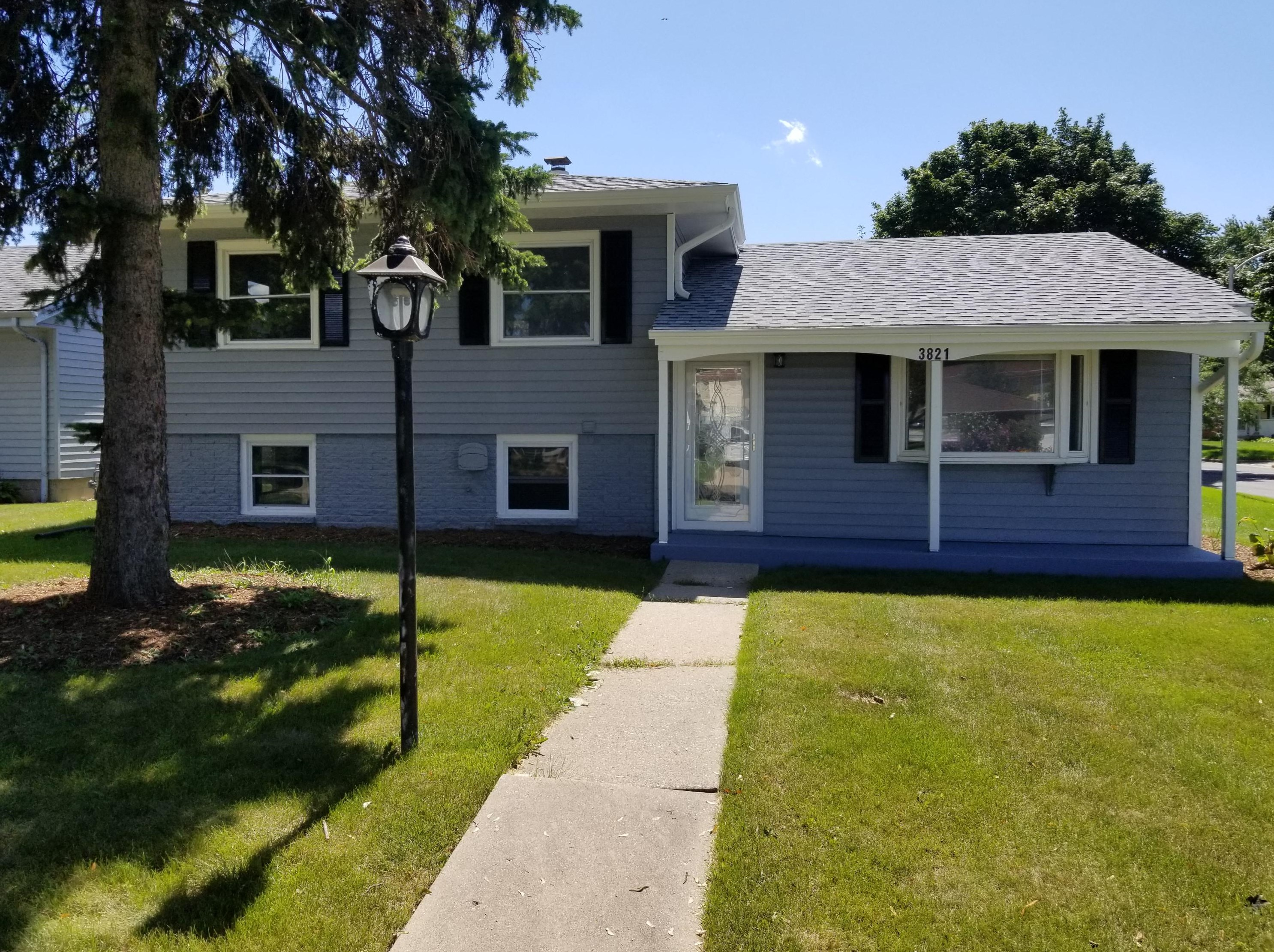 Enjoyable 3821 W Rochelle Ave Milwaukee Wi 53209 Beutiful Home Inspiration Cosmmahrainfo