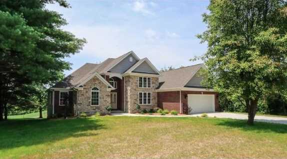 1335 Golfview Ct - Photo 1