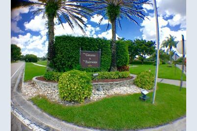 8535 Casa Del Lago, Unit #E - Photo 1