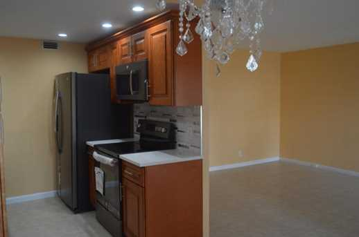 1020 Guildford B - Photo 2