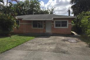 2866 NW 9th Court - Photo 1