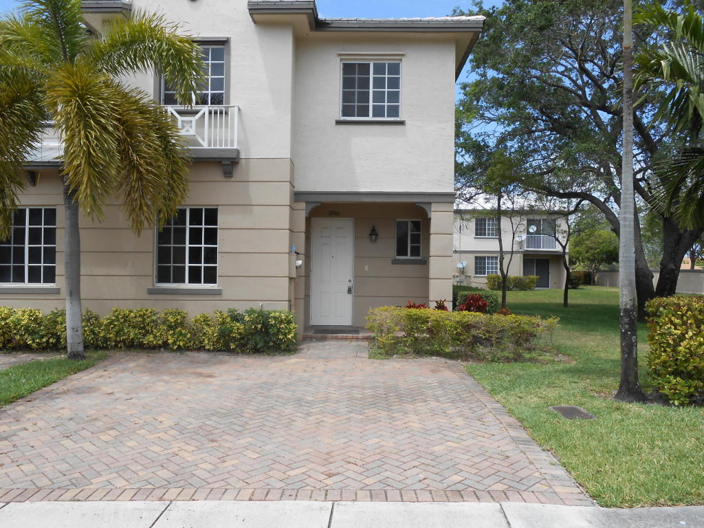 1950 flamingo place riviera beach fl 33404 mls rx for Riviera house