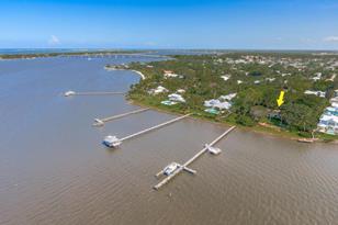 21 SE Harbor Point Drive - Photo 1