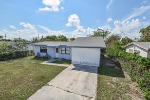 3215 E Atlantic Drive - Photo 1