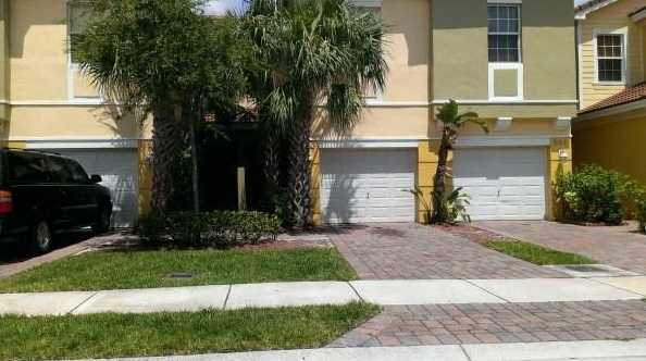 863 Pipers Cay Drive - Photo 1